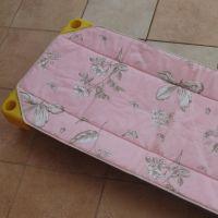 Rózsaszín fűszervirágos steppelt lepedő és párna